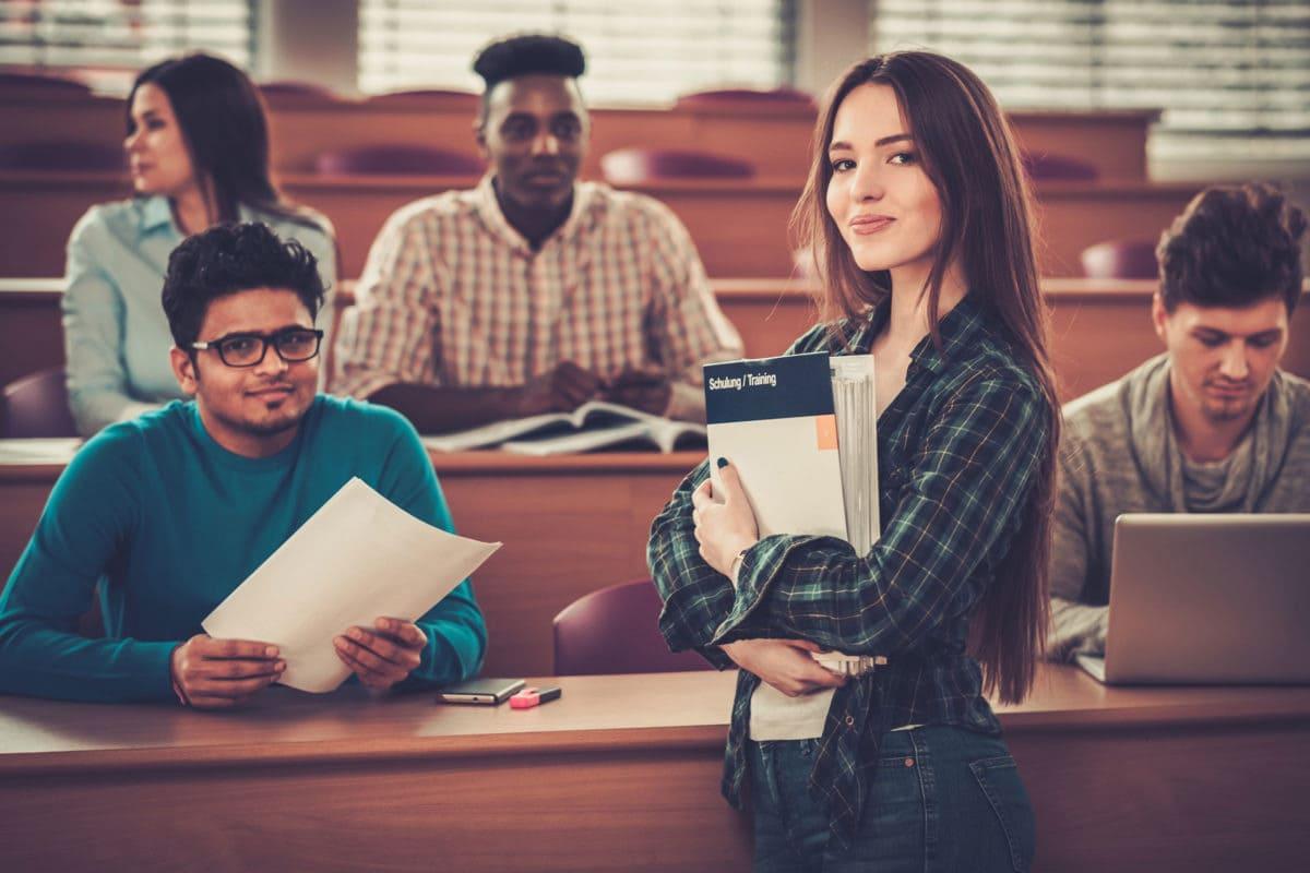 студенты на учебе